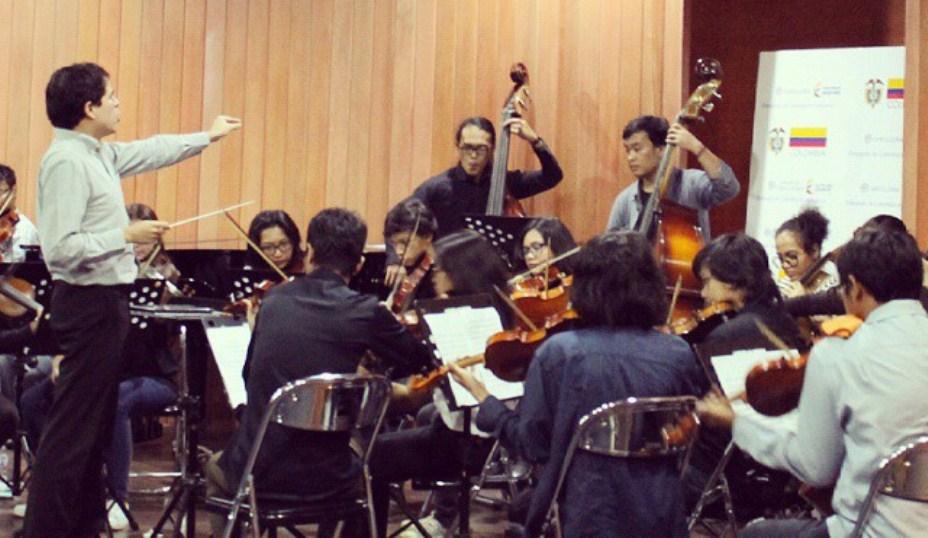 Embajada de Colombia en Indonesia, Director musical colombiano compartió su experiencia con varios músicos indonesios