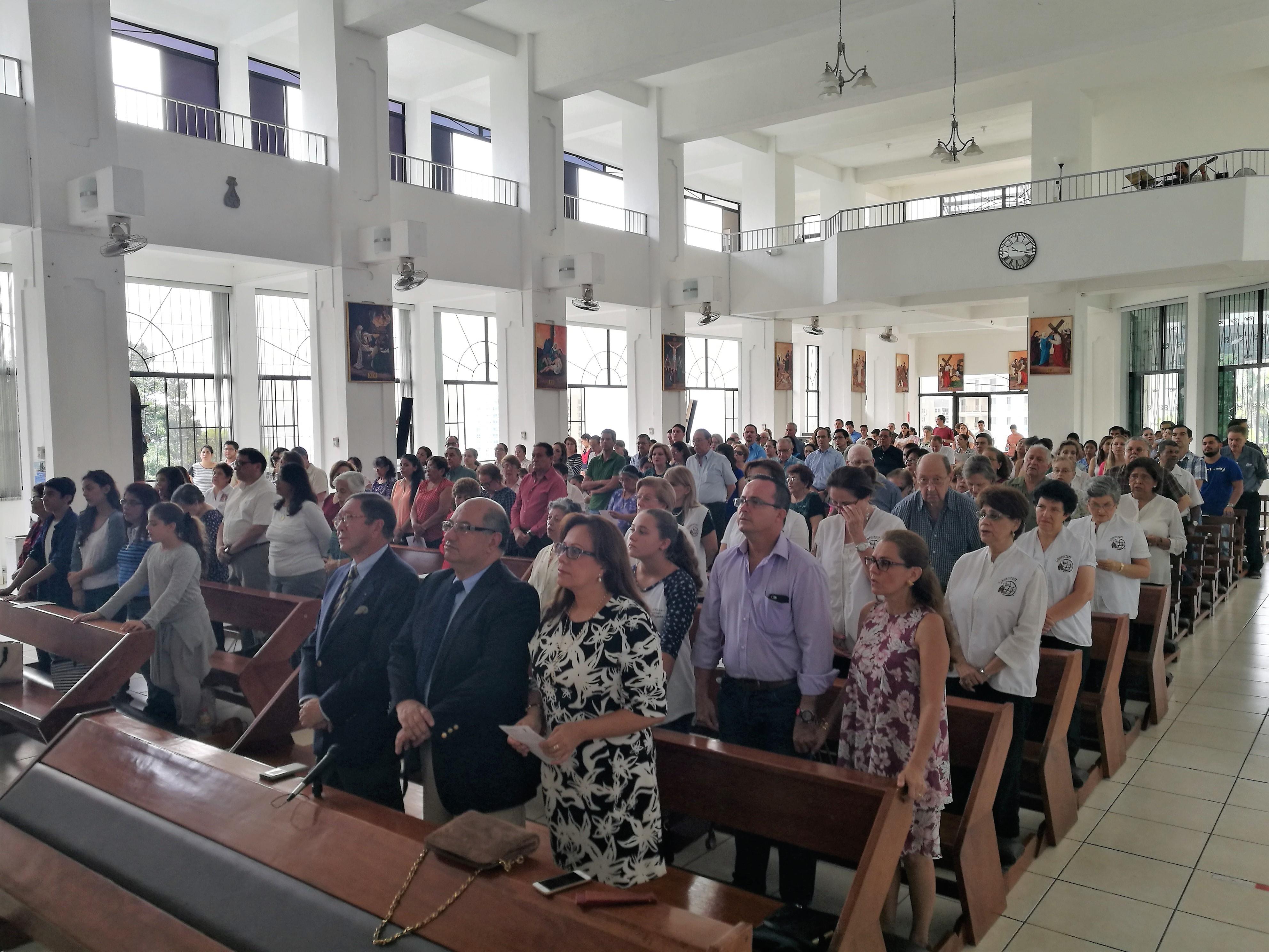La Embajada en El Salvador ofreció una misa con motivo de la visita del Papa Francisco a Colombia