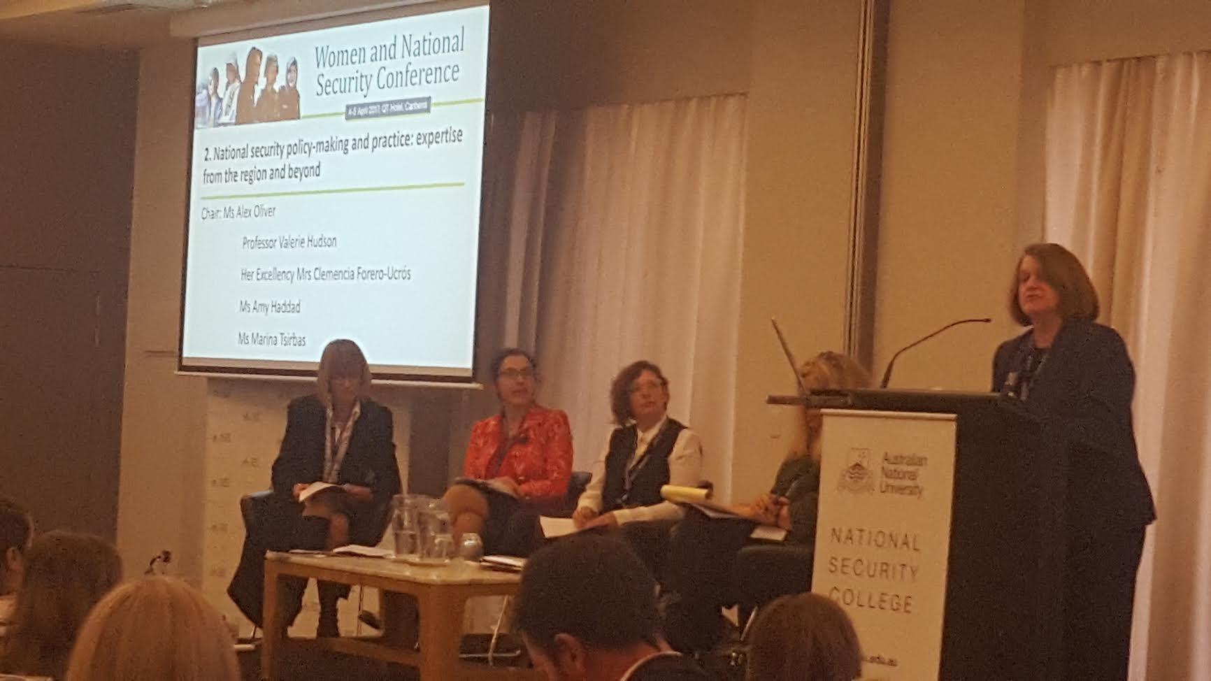 La Embajadora de Colombia en Australia participó en la conferencia Mujeres y Seguridad Nacional de la Universidad Nacional